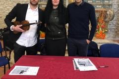 L'autore con Fabiola Anselmi (Presidente della Pro Loco) e Valentino Alessandrini (Musicista)