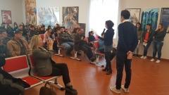 Federica Aiello legge durante la presentazione del libro presso il Museo Palatucci