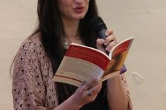 L'attrice Chiara Esposito, legge un passo del libro.
